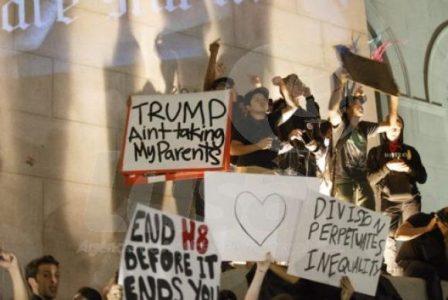 Milhares de pessoas protestam contra a eleição de Donald Trump em Los Angeles