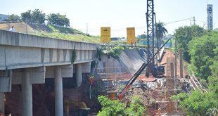Construção das estruturas para novo viaduto da pista marginal