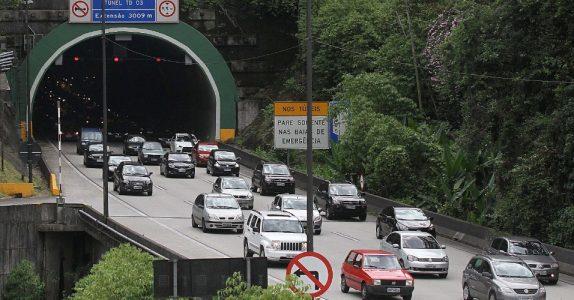 O trânsito deve ser mais intenso das 14h às 22h de hoje (20).