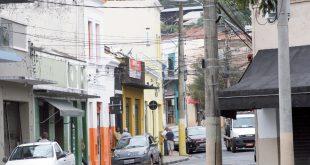 Decreto de 2015 do prefeito Jonas muda regras de uso de placas