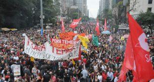 A manifestação da Avenida Paulista foi organizada pelas frentes Brasil Popular e Povo Sem Medo